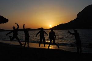 Kalymnos. Pożegnalny wieczór na plaży z widokiem na Telendos.